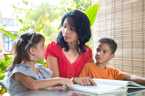 helping-your-children-be-bilingual-with-the-montessori-method