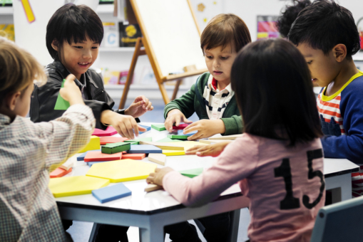 The 5 Ways that Montessori School Promotes Independence